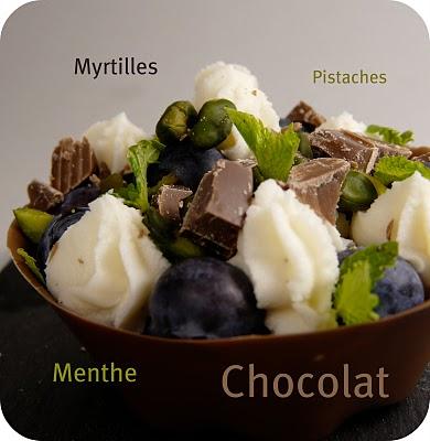 Tartelette en coque de chocolat, myrtilles, pistaches et menthe 2