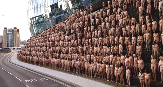 Spencer Tunick: NewcastleGateshead 5 (BALTIC Centre for Contemporary Art) 2005