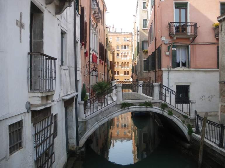 Un des ponts particulier menant à une habitation...