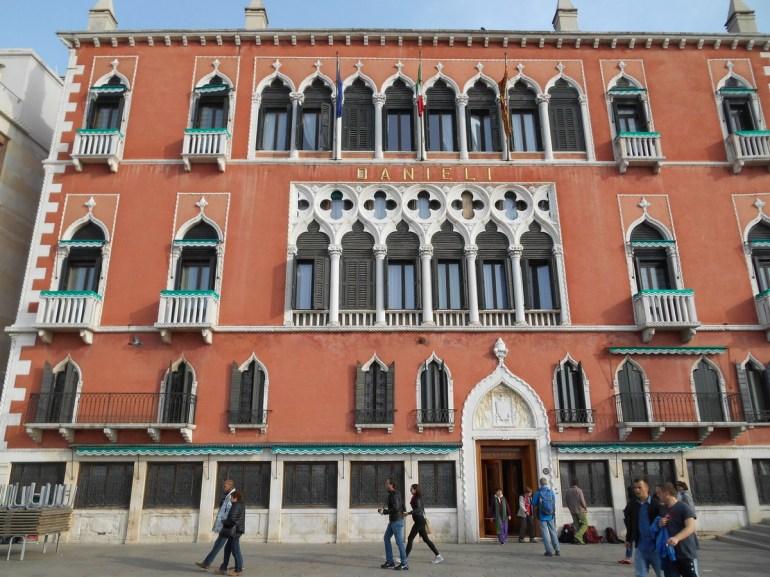Hôtel historique de Venise qui fut édifié au XVème siècle. Parmi les nombreux hôtes illustres: Goethe, Wagner, Zola, Georges Sand...