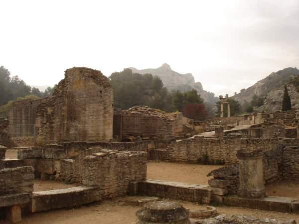 Saint-Rémy-de-Provence : plateau des Antiques et site archéologique de Glanum 7