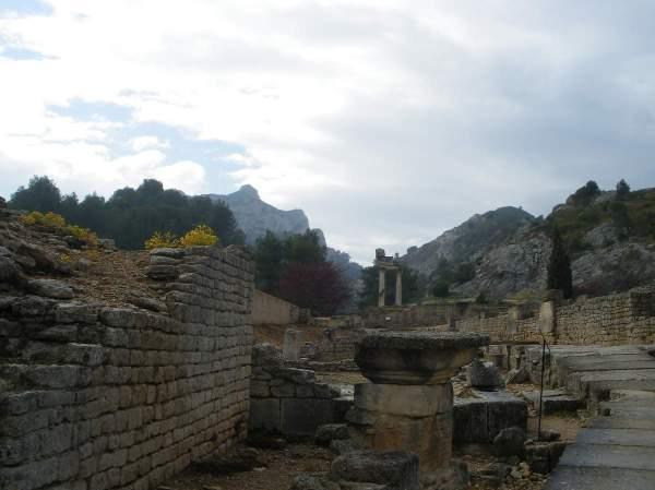 Saint-Rémy-de-Provence : plateau des Antiques et site archéologique de Glanum 9