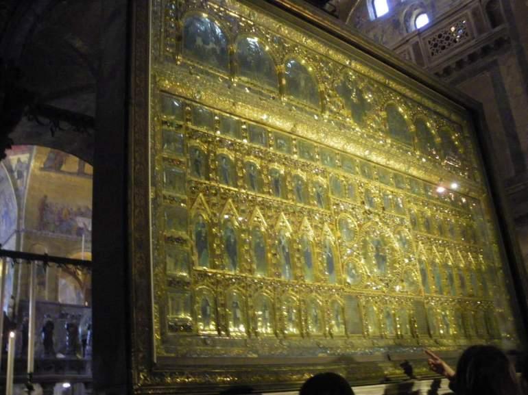 La Pala d'Oro, rétable d'or orné de pierres précieuses (XIVème siècle).