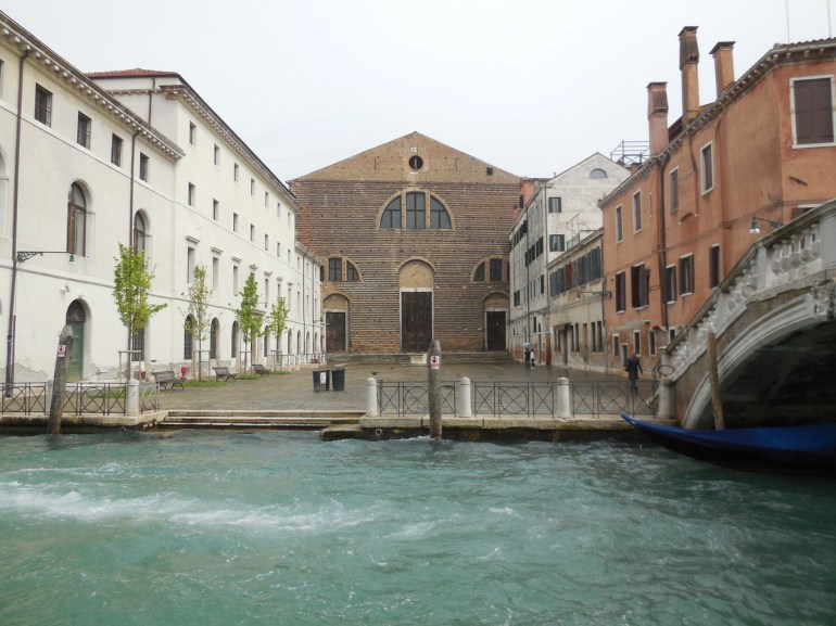 Façade de l'église San Lorenzo...