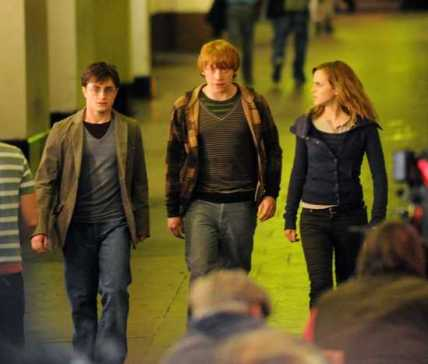 https://i2.wp.com/voyages.ideoz.fr/wp-content/plugins/wp-o-matic/cache/d06e3_harry-potter-and-the-deathly-hallows-trailer.jpg?resize=428%2C364&ssl=1