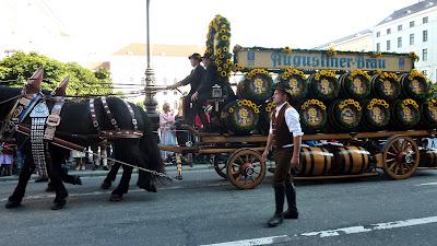 munich oktoberfest 2012 defile folklorique