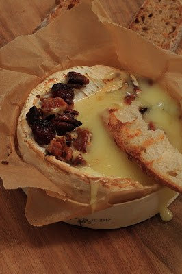 camembert au four fruits secs et miel recette normande
