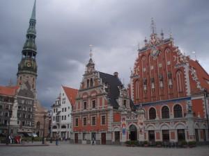 """Place de l'Hôtel de Ville à Riga : l'immeuble des """"Têtes noires"""""""