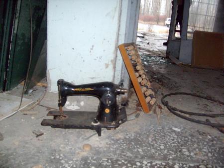 Tchernobyl Pripyat  machine à coudre magasin désaffecté
