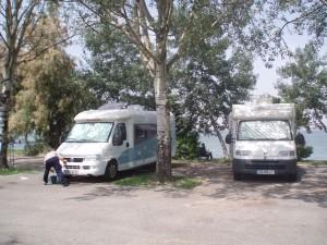 Sur le parking de Tranchetto : des équipements sommaires mais suffisants pour 1 ou 2 nuits