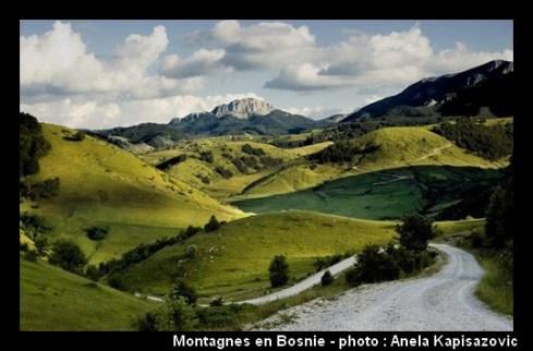Bosnie Herzégovine paysage de montagne et route des Balkans