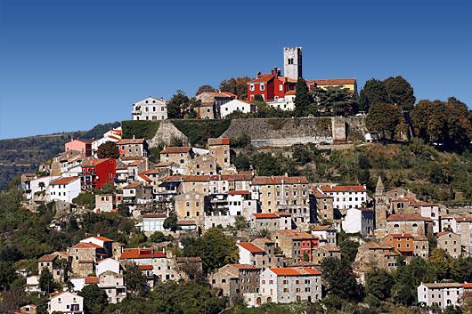 Motovun (Montona) : un riche patrimoine historique médiéval en Istrie Verte 1