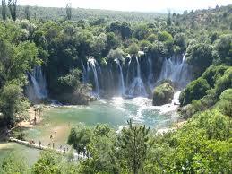Kravice : lac et parc naturel de chutes en Bosnie-Herzégovine 1