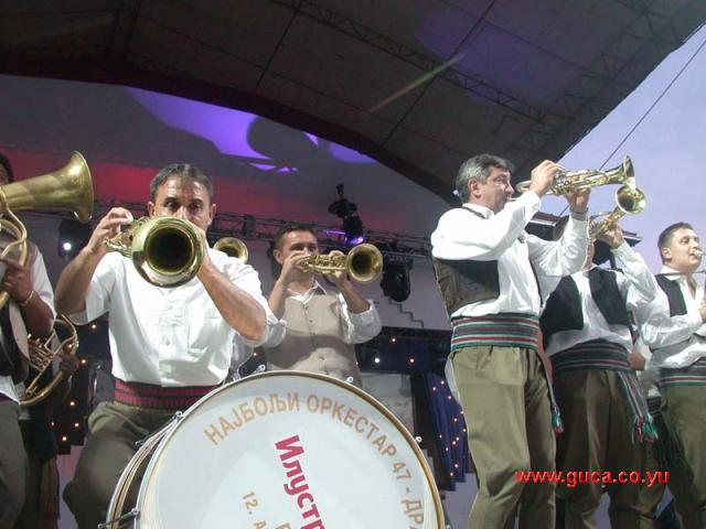 Guca festival Gucha Dragaveco : le festival des fanfares en Serbie 21