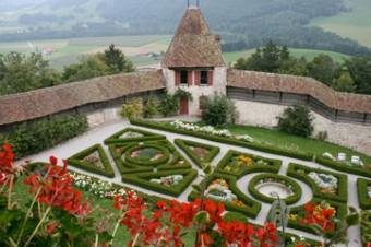 Gruyere chateau jardin a la francaise