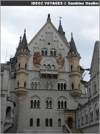 Château Neuschwanstein ; château de Louis II de Bavière dans les Alpes Bavaroises 6