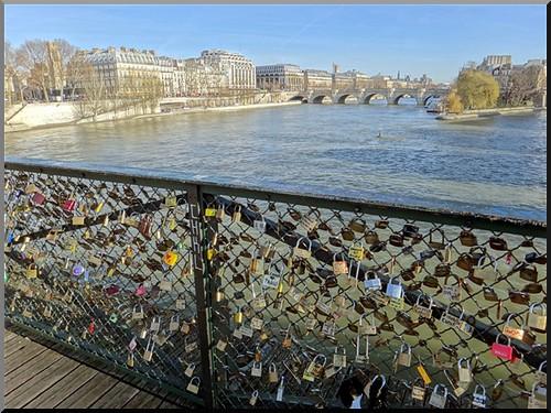 paris pont des arts cadenas