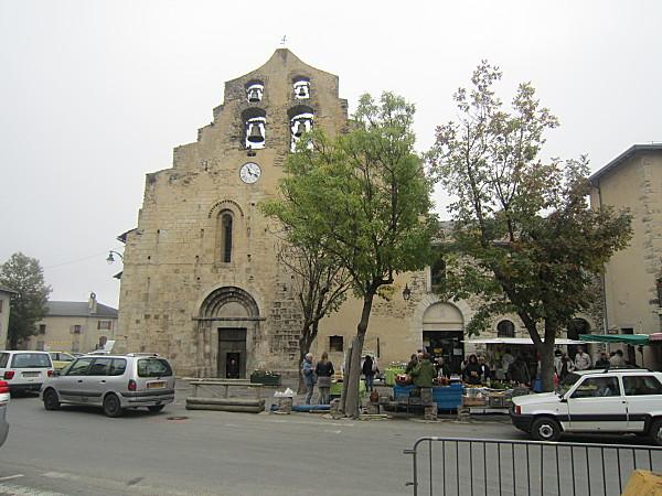 Eglise de Formigueres marche
