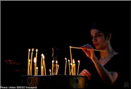 Sainte Nedelja Sofia Bulgarie femme allumant un cierge