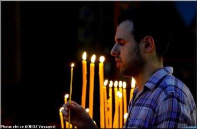 Sainte Nedelja Sofia Bulgarie homme priere cierge