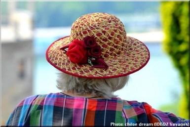 belgrade serbie femme au chapeau