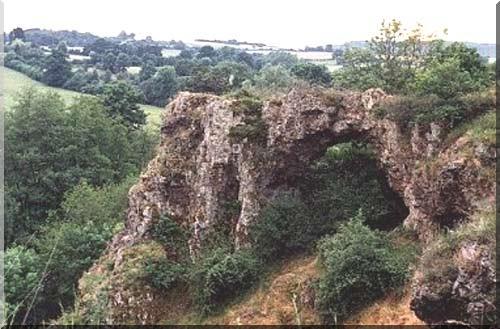 roche percee pierre perthuis