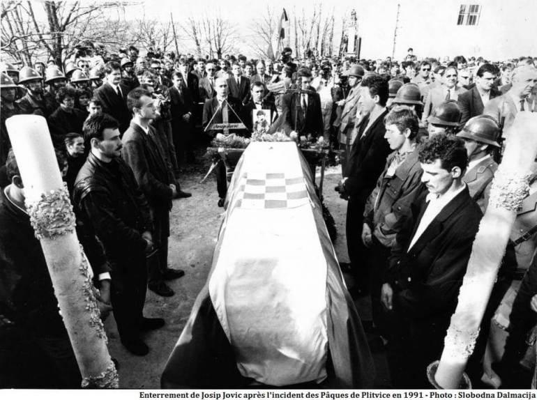 Enterrement de Josip Jovic en 1991 après les paques sanglantes de Plitvice