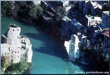 Mostar pont détruit en 1993