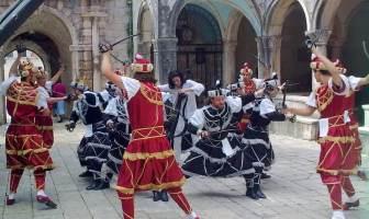 Moreska à Korcula danses des épées et chevaliers