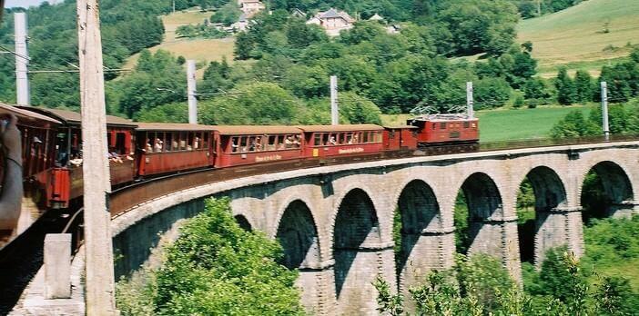 Train touristique de la Mure ; découvrir l'Isère par le chemin de fer 1