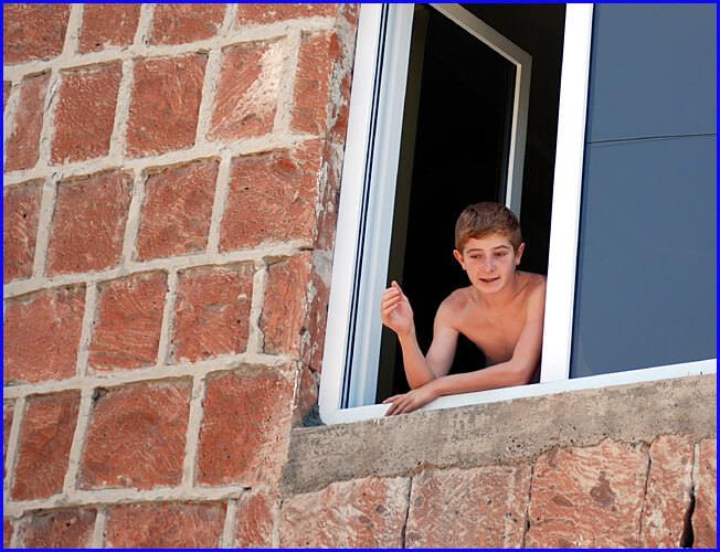 Armenie jeune adolescent torse nu à Garni