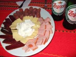 Assiette de charcuterie en Bulgarie