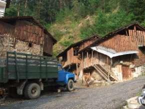 Chiroka laka maisons de bois à deux étages