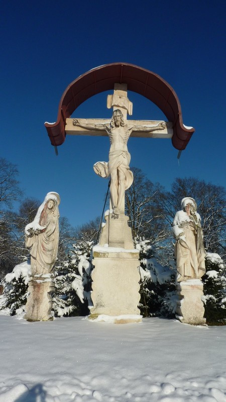 Cimetiere Westfriedhof Munich Statue du christ en pierre