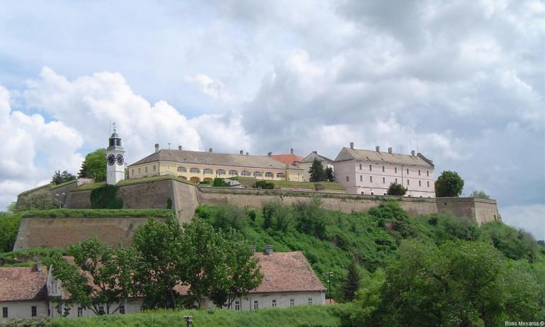 Novi Sad Tvrdjava danju Forteresse de Petrovaradin