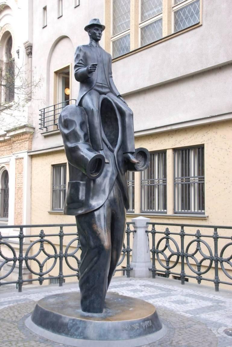 Statue de Kafka à Prague