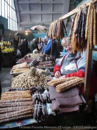 bazar de Kutaisi vendeuse de fruits secs