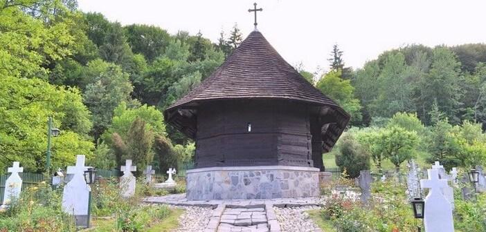 monastère Dintr-un Lemn en Roumanie