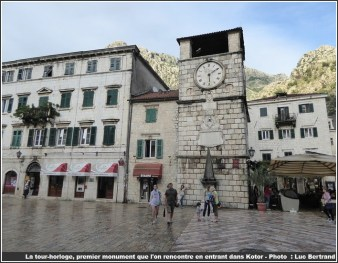 Tour horloge Kotor place principale