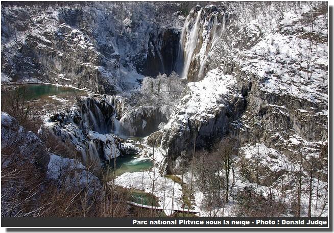 Cascades Parc de Plitvice sous la neige