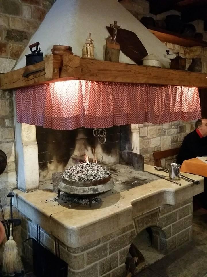 Agrotourisme Radesic cheminée et cloche