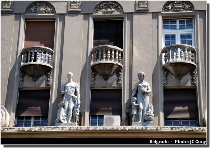 Belgrade statues sur des façades