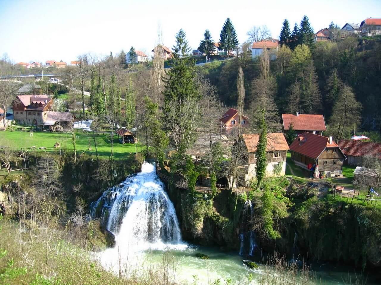 Chutes de Rastoke vues du nord à Slunj