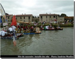 ofni sur le canal du midi pendant la fête du cassoulet de Castelnaudary