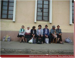 Attendre le bus en serbie(1)