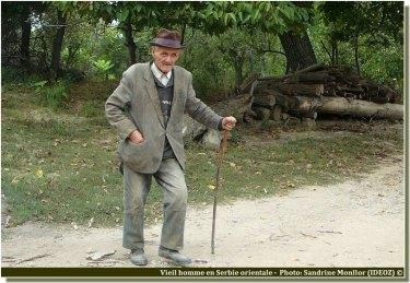 Vieil homme en serbie orientale