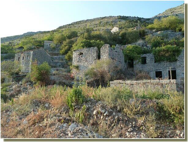 Hammeau abandonné vers Trebinje en republika srpska