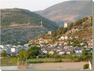 Ville de Stolac photographiée depuis la route