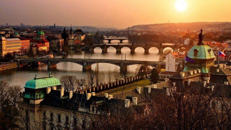 prague coucher de soleil sur la Vltava