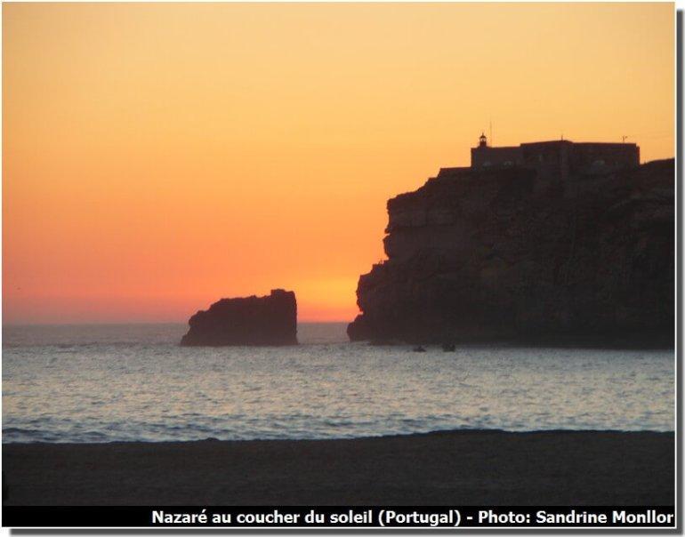 Nazare (portugal) au coucher du soleil